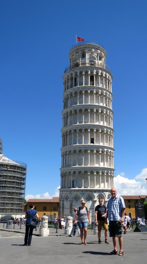Pisa_the leaning tower and Ile
