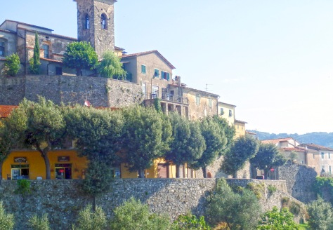 Small village In Tuscany.jpg